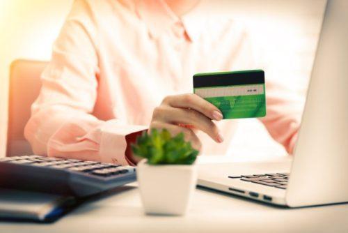 Kredit-onlayn-na-bankovskuyu-kartu-v-Ukraine-za-15-minut