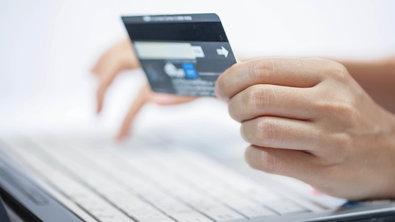 kreditnaya-karta-bez-spravok-onlayn