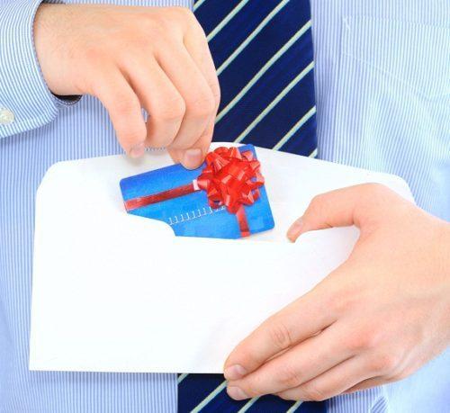 oformit-kreditnuyu-kartu-s-dostavkoy-na-dom