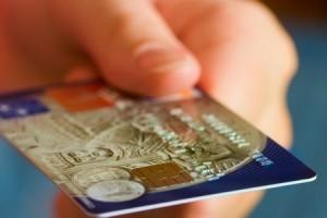 poluchit-kreditnuyu-kartu-bez-spravok-poruchiteley