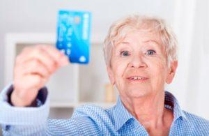 kreditnye-karty-bankov-dlya-pensionerov
